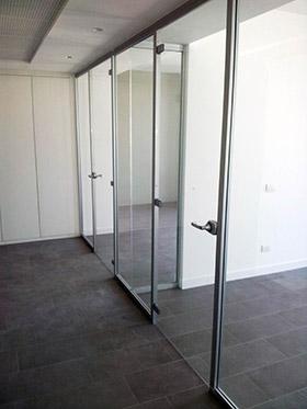 Pareti vetrate ufficio mdesign srl roma for Design ufficio srl